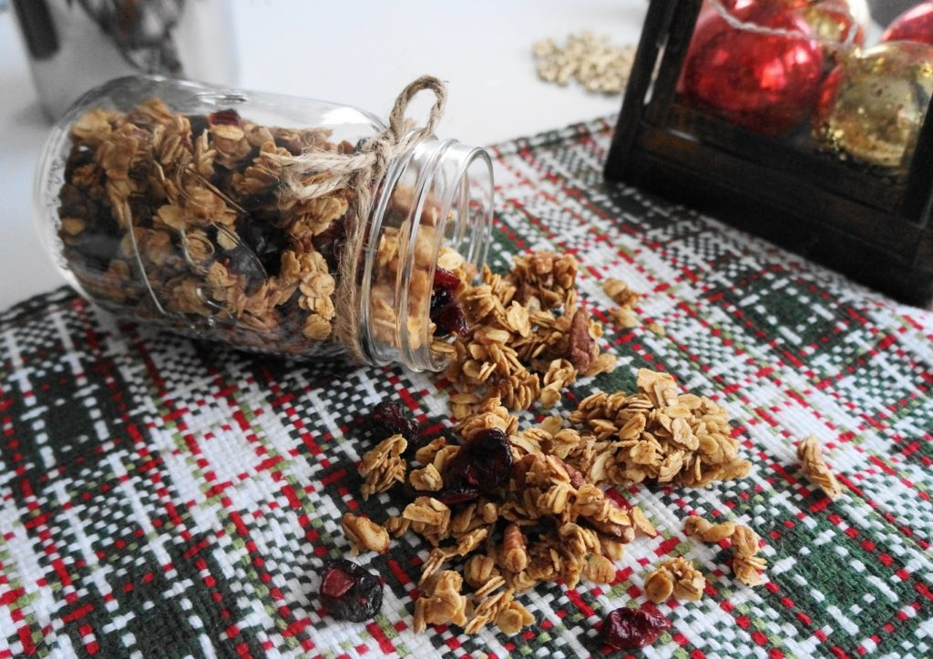 Holiday Spice Granola (V, GF, DF) | Busy Girl Healthy World